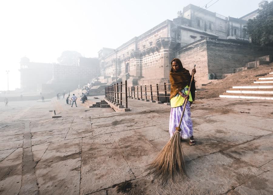 Street-sweaper-Varanasi-India
