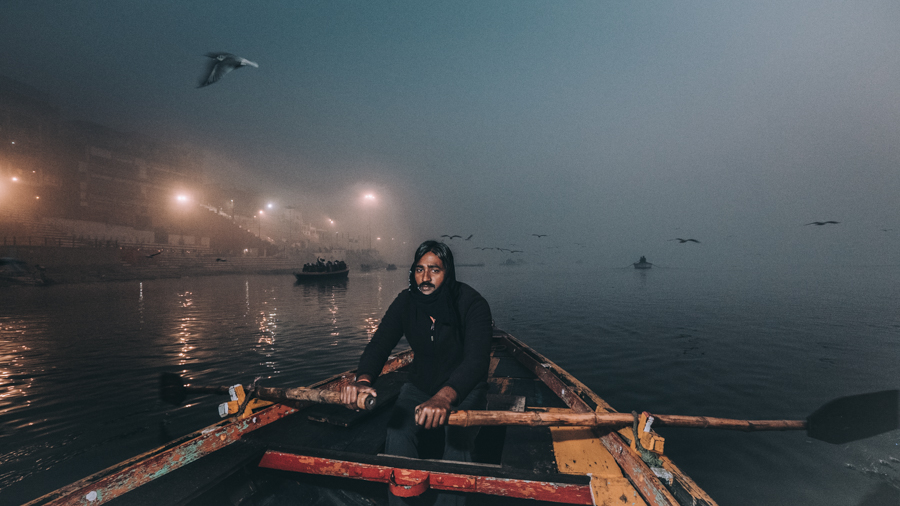 Row-boat-river-ganges-varanasi-India