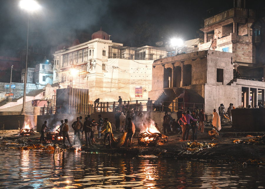 Burning-ghats-cremation-river-ganges-varanasi-India-Nathan-Brayshaw
